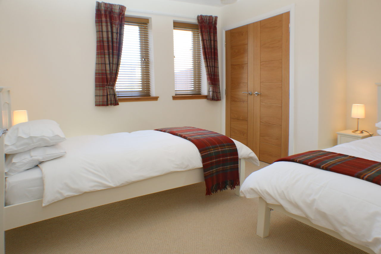 Holiday Cottage Twin Bedroom with built in wardrobe